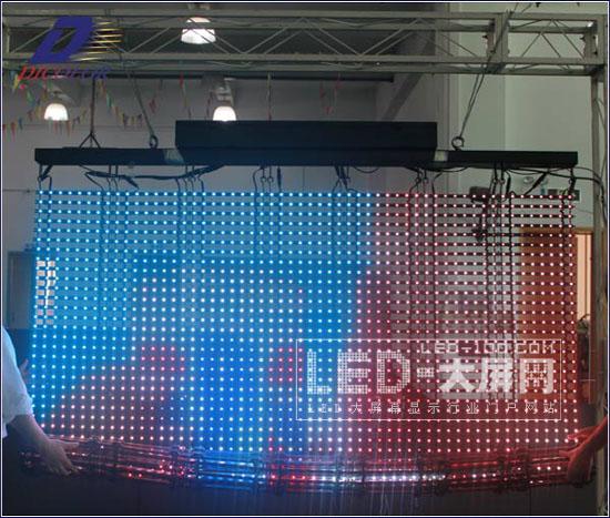 SMD LED卷帘屏-德彩光电多变<a href=http://www.led-100.com target=_blank>led显示屏</a>精彩呈现