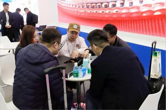 2019LED China燃爆会展中心 ,蓝普视讯小间距显示屏收获满堂彩!